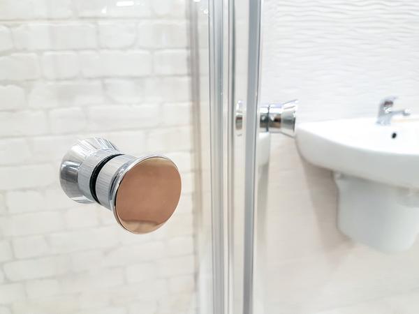 kabina prysznicowa z hydromasażem